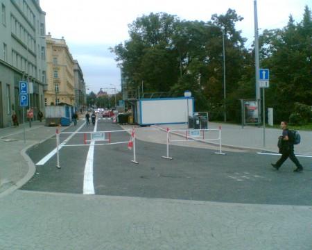 Cesta k cykloobousměrce na Moravském náměstí a pěší zóna