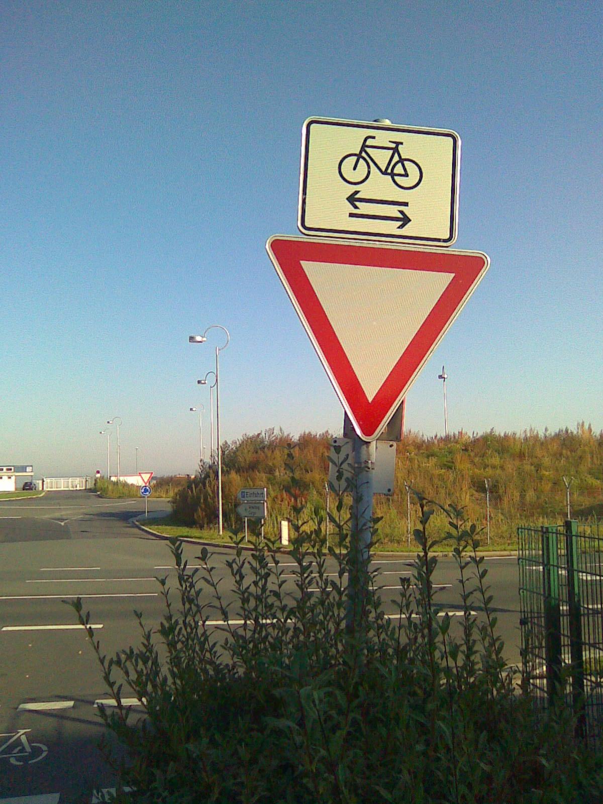 """Přejezd pro cyklisty """"po německu"""""""