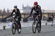 HN: Na kratší cesty po Praze je kolo rychlejší než auto, dokazuje soutěž