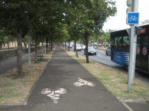 Cyklostezka u parku...