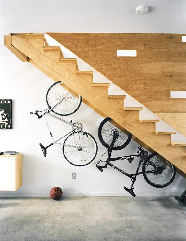 10 nápaditých způsobů uložení kola v bytě